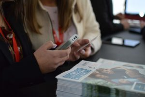 digital and instant applications, digital résumés, paperless CV, eletronic check-in, online registration in job fairs