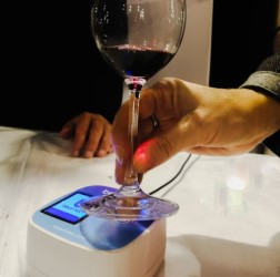 smart wine glass memorizes favourite wines