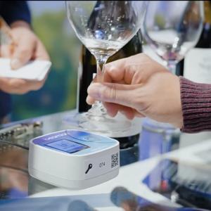 registar as preferências dos provadores; wine tastings; wine fairs; provas de vinhos; tecnologia nas provas de vinhos; copo de vinho inteligente